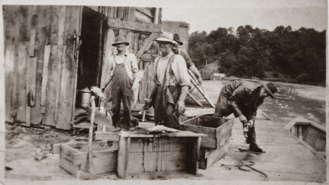 Young Brothers Fishermen at Port Bruce ca 1910.jpg